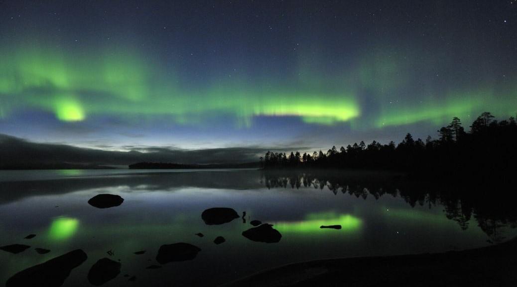 Aurore boreale sur le lac Inari